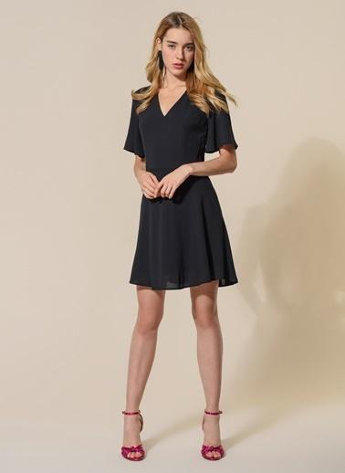 Agenda V Yakalı Kloş Elbise Siyah
